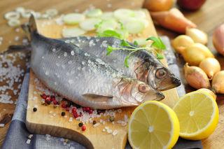 Weltweit stellen Fischprodukte für mehr als 2,8 Milliarden Menschen eine wichtige Ernährungsbasis dar.