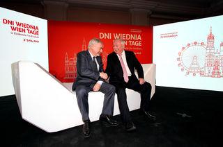 Probierten die neuen Sitzmöbel gleich aus: Michael Häupl und der Krakauer Bürgermeister Jacek Majchrowski (re.).