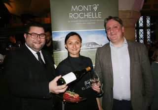 In vino veritas: Alexander Andreadis, Alexandra Grabner und Nick Conell beim Wine Makers Dinner