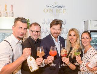 Bei der Eröffnung: Barchef Dein Dumancic, Alex List, Daniel Serafin, Yvonne Rueff und Adriana Zartl (v.l.)