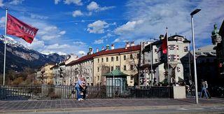 Schnappschuss aus einem Bus auf der Innsbrucker Innbrücke.