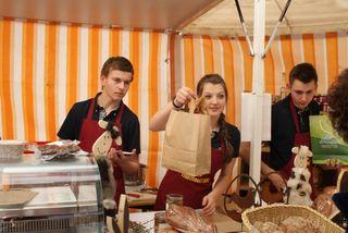 Für die SchülerInnen schafft der Stadtmarkt die Möglichkeit, praxisbezogene Erfahrungen zu sammeln