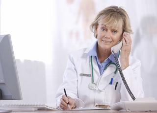 Die Hotline 1450 soll rasche und unkomplizierte Hilfe bei Erstbeschwerden bieten.