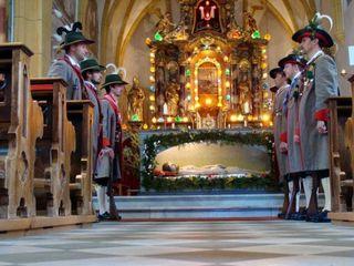 In St. Veit, wird das Ostergrab noch von den heimischen Schützen bewacht.