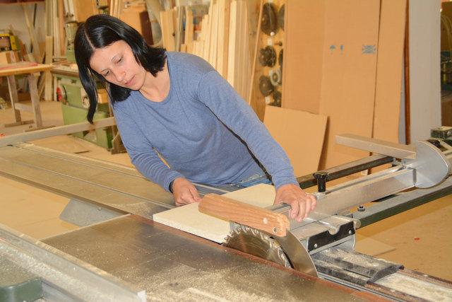 Die Tischlermeisterin Nicole Fleck liefert geplante und handgefertigte Maßmöbel aus Stuben.