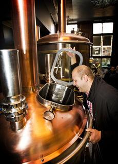 Kenner des guten (Hopfen-)Tropfens: Junior-Chef Michael Fleck kümmert sich persönlich um die Biervielfalt.