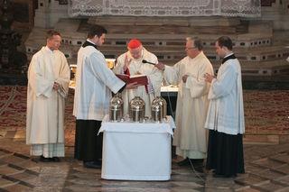 Chrisammesse im Innsbrucker Dom zu St. Jakob  mit der Weihe der Heiligen Öle