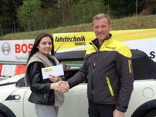 Laura Zobernig aus Klagenfurt ist die 60.000ste Teilnehmerin, die beim ÖAMTC ein Mehrphasentraining absolviert hat