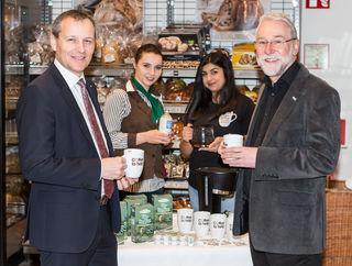 Coffee to help: Spar-Team Paul Bacher, Erna Sandal und Sandra Disho sowie Caritas-Direktor Josef Marketz