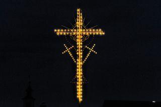 Osterkreuz in Gosdorf, Dorfmitte, Südsteiermark, Osterkreuz-Hoaz`n