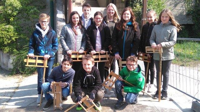 In Oberrohrbach waren Jessica, Rebekka, Natalie, Linda, Angelika, Lisa, Mathias, Benedikt, Noah, Florian und Klemens mit den Ratschen unterwegs.