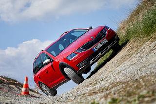 Škoda Octavia Scout hat um 30 mm mehr Bodenfreiheit.