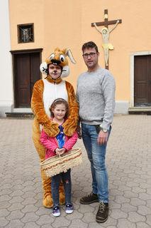 Der Osterhase war mit der FPÖ-Ortsgruppe in Grafendorf unterwegs und verteilte süße Ostergrüße.