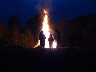 Das Osterfeuer an der Lafnitz in Königsdorf-Dorf.