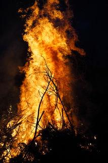 Immer wieder aufs neue faszinierend, diese unglaublich gefährliche Sache Namens Feuer ;)