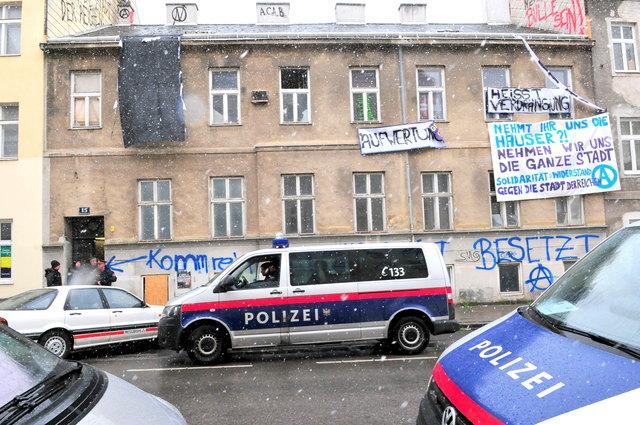 Kein Widerstand bei der Räumung der Kienmayergasse: Das Haus war nämlich leer.