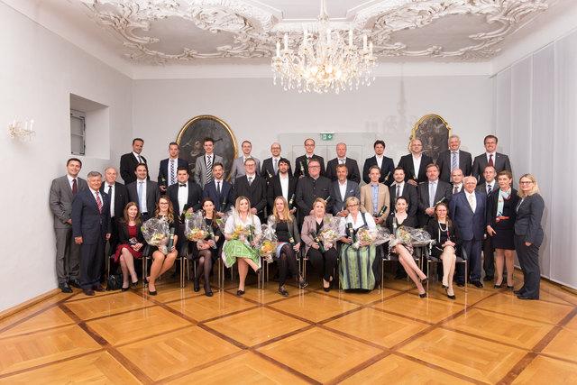 Den Absolventen gratulierten auch Vertreter der Politik wie etwa Gerhard Kurzmann, Beatrix Karl und Martina Kaufmann.