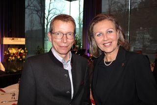 IBK: Alexander Gottardi (Gottardi Feine Weine) mit der LRin Patrizia Zoller-Frischauf