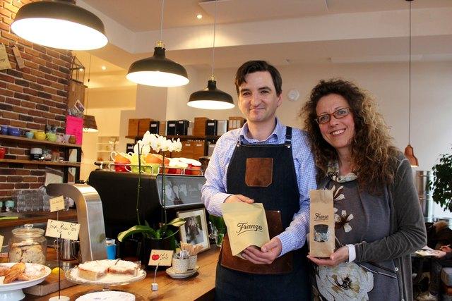 """Treffpunkt für Kaffee- und Teeliebhaber: Nicolas Franze und Bettina Klinger in ihrer """"Cafebrennerei""""."""