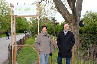 Freude über ersten Erfolg: Edith Wildmann und Peter Leeb sehen den Schmelzgarten als Beispiel guter Zusammenarbeit.
