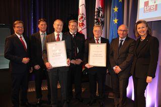 IBK-LAND: 120 Jahre: Stubai Werkzeugindustrie, in Fulpmes, Marke in über 60 Ländern präsent, Johann Hörtnagl mit den GFs des Betriebs (die ohne Urkunde in der Hand)