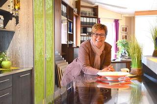 """Von der Poly-Schülerin zur Unternehmerin: Gabriele Schindler ist seit rund 27 Jahren mit """"Auf & Zu Schindler"""" erfolgreich."""
