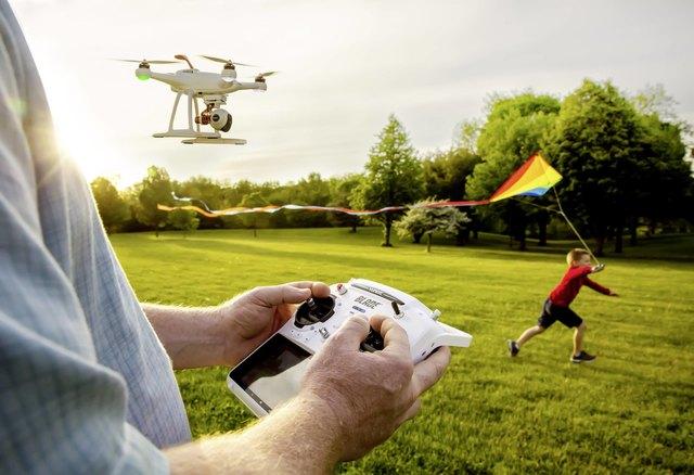 Ein glücklicher Gewinner darf bald diesen Quadrocopter fliegen. Jetzt gleich mitspielen!