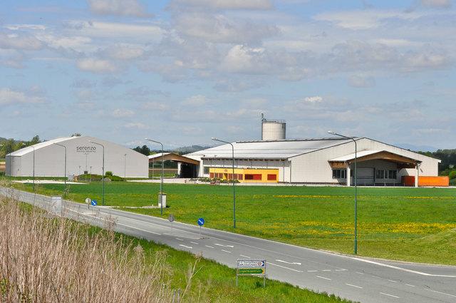 Der niederösterreichische Holzplattenhersteller Wibeba hat die Liegenschaft der pleitegegangenen Firma Serenzo übernommen.