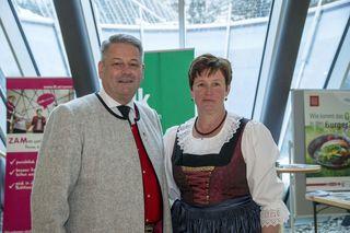 Landwirtschaftsminister Andrä Rupprechter und Tiroler Landesbäuerin Resi Schiffmann