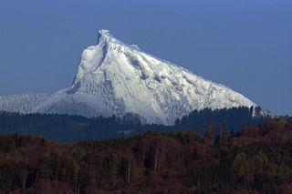 Der Schafberg, von Laufen aus gesehen.