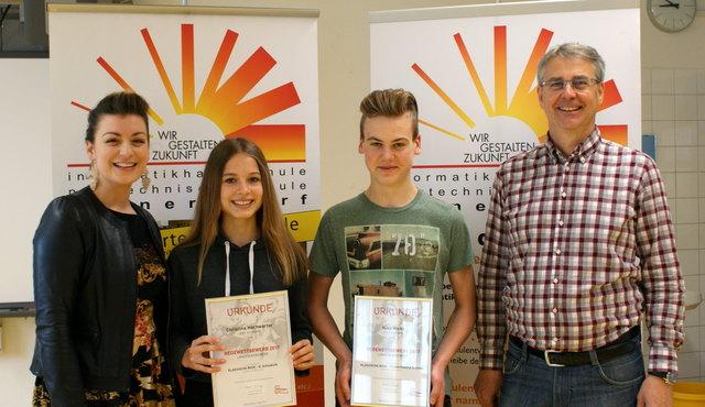 Landesmeister im Redewettbewerb: Christina Hochwarter und Niko Meitz. Betreut wurden die beiden von ihren Lehrkräften Susanna Klein und Wolfgang Panner.