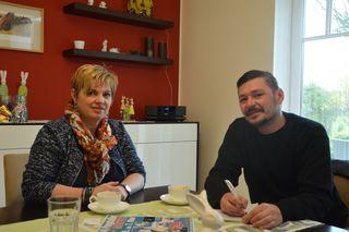 Die Organisatorin des Purgstaller Kindermarktfests, Ulrike Fehringer-Übellacker, beim Interview mit Redakteur Roland Mayr.