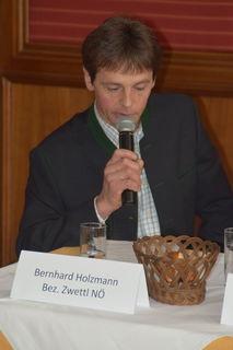 """Milchbauer Bernhard Holzmann aus dem Bezirk Zwettl: """"Unsere Vermarktung in Richtung regionaler Produkte wurde bei den Konsumenten sehr gut angenommen. Doch nun sind wir gescheitert"""""""