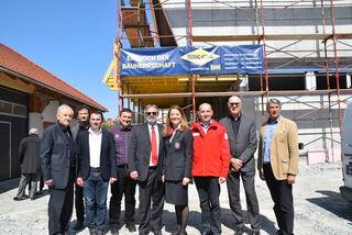Gleichenfeier bei der Bezirksstelle: Im August will das Rote Kreuz mit dem Bauprojekt fertig sein.