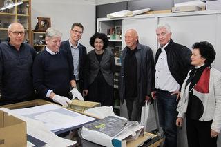 Besuch im Museum in Bruneck (v.l.): Dir. Kurt Raich, Marco Pellincar, Bgm. Christian Härting, Mag. Ruth Haas, Günther Thöni, GV HR Josef Federspiel und Dr. Barbara Willimek.