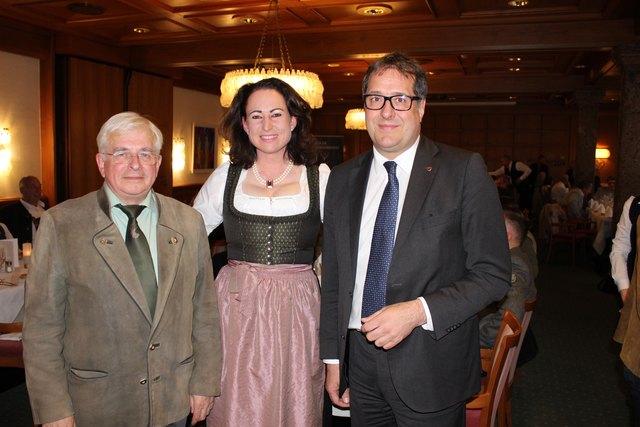 Obmann des Landesjagdschutzvereins Gottfried Hecher, Bezirksjägermeistern Fiona Arnold, Stadtrat Franz X. Gruber
