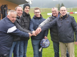 von li: Sportunion-Obmann Thomas Hochreiter-Moik, Manfred Kitzmüller, Alex Mayrhofer, Philipp Kolb, Vater und Trainer Werner Kolb und Bürgermeister LAbg. Josef Rathgeb
