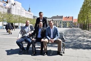 Vergnügungssteuer belastetdie Jugend und Unternehmer wie Christoph Überbacher (links). Julian Geier (hinten), Markus Malle und Markus Geiger (rechts) wollen sie abschaffen