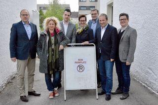Überparteilicher Schulterschluss (v. l.): LAbg. Josef Rathgeb (ÖVP), Martina Eigner (Landesvorstand, Die Grünen), Claus Putscher (SPÖ, Vizebürgermeister Walding), LAbg. Ulrike Schwarz (Die Grünen), LAbg. Georg Ecker (ÖVP), Nationalrat Michael Hammer (ÖVP) und Bundesrat Michael Lindner (SPÖ).