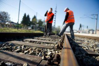 2009 wurde vom Land Tirol und den ÖBB der Ausbau einer 18 km langen zweigleisigen Neubaustrecke mit zwei bestehenden Verbindungen auf der Strecke Radfeld – Kundl – Schaftenau beschlossen. - Erst jetzt wird kann mit den Vorbereitungen für die Umweltverträglichkeitsverfahren begonnen werden.