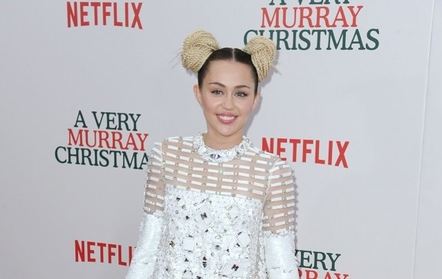 Miley Cyrus plaudert intime Details über die Beziehung mit Liam Hemsworth aus.