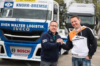 Duell: Jochen Hahn und Markus Altenstrasser. Foto: Red Bull/Lucas Pripfl