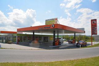 Mehr als nur eine Tankstelle ist die neue Turmöl-Nah & Frisch bei Jabing. Günstig tanken und Autowaschen werden durch ein modernes Café und einen vielseitigen Shop ideal ergänzt.