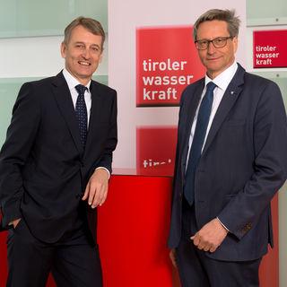 Positive Bilanz in einem schwierigen Marktumfeld: TIWAG-Vorstandsvorsitzender Erich Entstrasser mit Aufsichtsratschef Reinhard Schretter (re.).