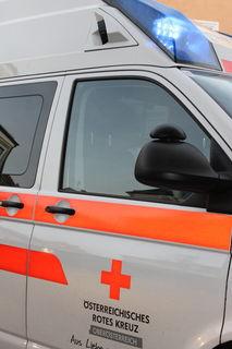 Ein Rettungswagen kollidierte mit einem PKW.
