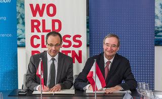 ETH-Präsdent Lino Guzzella (l.) und WKÖ-Präsident Christoph Leitl während der Unterzeichnung des Kooperationsvertrags