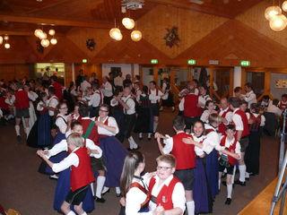Am 24. Mai, findet der traditionelle Maitanz im Oberlandsaal Haiming statt.