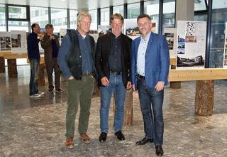 """niv.-Prof. DDI Michael Flach, Franz-Xaver Kreupl vom """"RosenheimKreis e.V. – Architektur im Gespräch"""" und Geschäftsführer von proHolz Tirol DI Rüdiger Lex"""