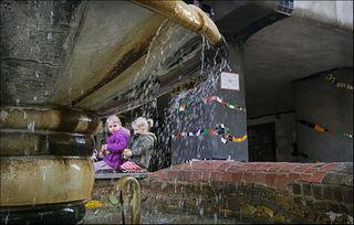 Beim Brunnen vor dem Hundertwasserhaus ist die Pause gleich nochmals so schön.