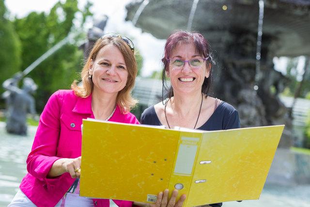 Sonnige Gemüter: Im Stadtpark fand diesmal das Karrierecoaching mit Doria Pfob (l.) und Doris Wolf statt.
